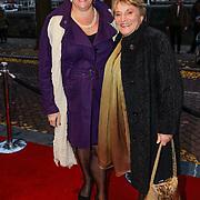 NLD/Amsteram/20121021- Premiere HEMA de Musical, Marjolein Touw en haar zus