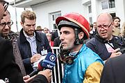 Pferdesport: 148. Deutsches Galopp Derby, Hamburg, 02.07.2014<br /> Sieger Maxim Pecheur auf Windstoß im Interview<br /> © Torsten Helmke