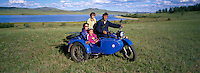 Family on the side-car motorcycle. Delger Han Uul lake. Khentii province. Mongolia. // Mongolie. Province du Khentii. Lac Delger Han Uul. Famille sur un side-car.