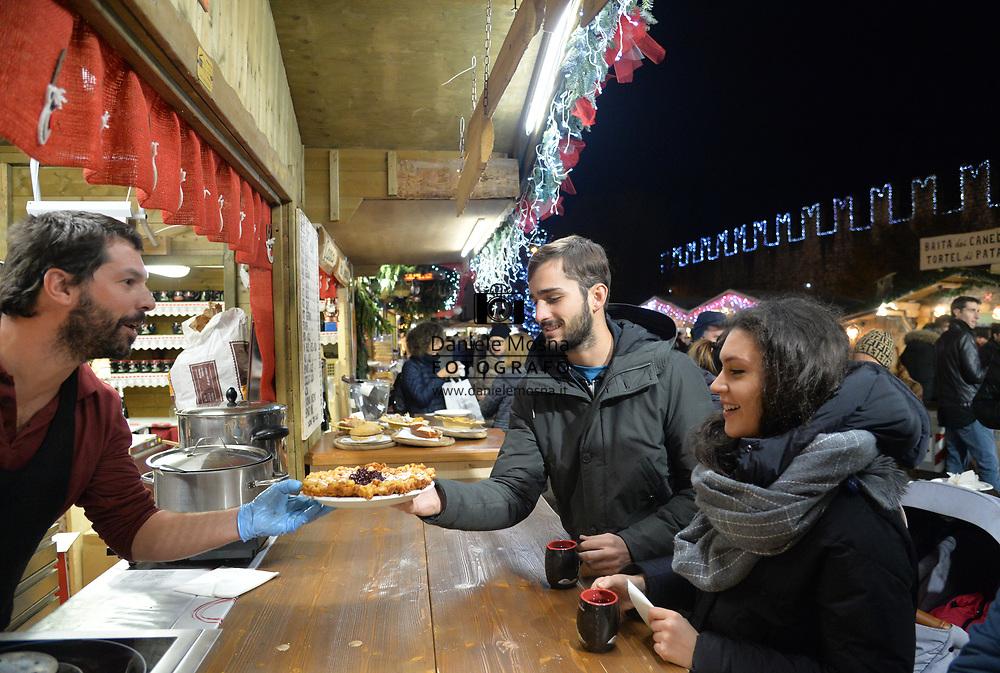 Mercatini di Natale Trento piazza Fiera 26 novembre 2018 © foto Daniele Mosna Mercatini di Natale Trento in piazza Fiera, Trento 26 novembre 2018 © foto Daniele Mosna