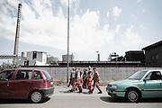 Un gruppo di operai rientra all'ilva dopo lo sciopero. Christian Mantuano/OneShot