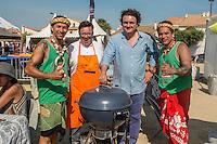 Saintes-Maries de la mer, Juin 2014: Championnat de France de BBQ.<br /> Armand Arnal, chef etoile, et l'un des organisateurs encourage l'equipe marquisienne<br /> A l'approche de l'ete, sacro sainte saison du barbecue en tout genre, la ville des Saintes-Maries de la mer organise le 3eme championat de France de barbecue sous le regard de nombreuses tele etrangeres.<br /> Les participants viennent de toutes regions, y compris la Guadeloupe, la Reunion ou encore les Marquises.<br /> Cette annee 2 guest stars americaines sont venues des USA<br /> Depuis un grand nombre d'annees de nombreux pays organisent ces festivités se terminant par un championnat du monde. L'Argentine fut longtemps un vainqueur inconteste.