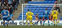 Photo: Daniel Hambury.<br />Reading v Cardiff City. Coca Cola Championship.<br />02/01/2006.<br />Reading's Steve Sidwell (2nd left) scores to make it 1-0.