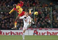 Fotball<br /> Frankrike 2004/05<br /> Lens v Lille<br /> 20. november 2004<br /> Foto: Digitalsport<br /> NORWAY ONLY<br /> ALOU DIARRA (LENS) / MATHIEU BODMER (LIL)