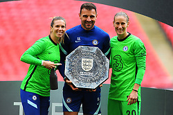 Chelsea Women and staff pose with the FA Women's Community Shield after beating Manchester City Women 2-0 - Mandatory by-line: Nizaam Jones/JMP - 29/08/2020 - FOOTBALL - Wembley Stadium - London, England - Chelsea v Manchester City - FA Women's Community Shield