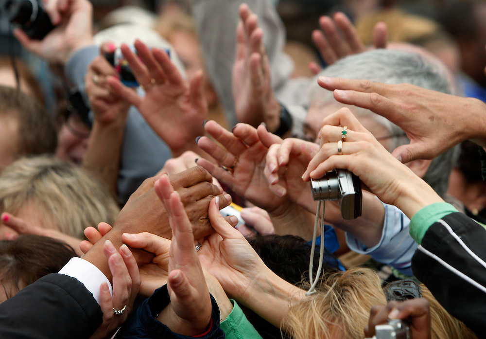 Supporters reach out to U.S. Democratic presidential nominee Senator Barack Obama (D-IL) at a campaign event at Mack's Apple's orchard in Londonderry, New Hampshire, October 16, 2008.   REUTERS/Jim Young