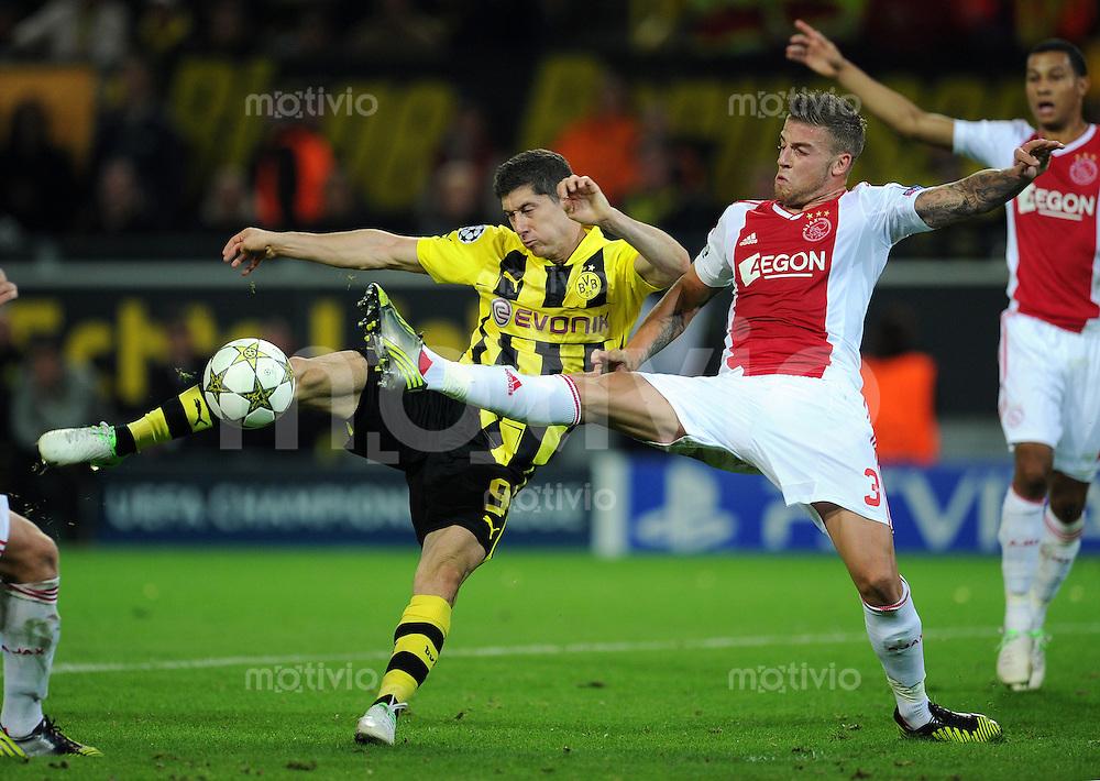 FUSSBALL   CHAMPIONS LEAGUE   SAISON 2012/2013   GRUPPENPHASE   Borussia Dortmund - Ajax Amsterdam                            18.09.2012 Robert Lewandowski (Borussia Dortmund) gegen Toby Alderwwireld (re, Ajax)
