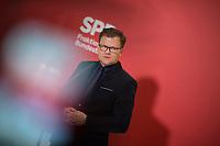 DEU, Deutschland, Germany, Berlin, 17.11.2020: Carsten Schneider, Parlamentarischer Geschäftsführer der SPD-Bundestagsfraktion, bei einem Pressestatement vor Beginn der Fraktionssitzung der SPD im Deutschen Bundestag.
