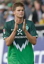 28.08.2010, Weser Stadion, Bremen, GER, 1.FBL, Werder Bremen vs 1. FC Koeln im Bild   Dank an die Fans Sebastian Prödl / Proedl ( Werder #15)  EXPA Pictures © 2010, PhotoCredit: EXPA/ nph/  Kokenge+++++ ATTENTION - OUT OF GER +++++ / SPORTIDA PHOTO AGENCY
