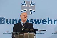 """02 OCT 2003, BERLIN/GERMANY:<br /> Peter Struck, SPD, Bundesverteidigungsminister, waehrend einer Pressekonferenz zum Thema """"Bundeswehr: Neue Aufgaben, Neuer Kurs"""", Bundesministerium der Verteidigung<br /> IMAGE: 20031002-01-003<br /> KEYWORDS: BMVg, Logo"""