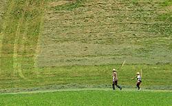 THEMENBILD - zwei Landwirte mit Rechen gehen zur Heuernte auf einem steilen Berghang, aufgenommen am 11. August 2015, Maishofen, Österreich// two farmers with rakes go to hay harvest on a steep hill, Maishofen, Austria on 2015/08/11. EXPA Pictures © 2015, PhotoCredit: EXPA/ JFK