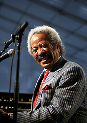 26 April 2009. New Orleans, Louisiana. <br /> The New Orleans Jazz and Heritage Festival. Legendary musician Allen Toussaint performs in the Blues tent.<br /> Photo credit; Charlie Varley.