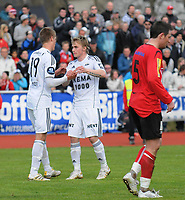 Fotball NM Cup Stjørdalsblink - Rosenborg<br /> Øverlands Minde, Stjørdal 13 mai 2010<br /> <br /> Markus Henriksen gratulerer Trond Olsen med Rosenborgs 4-0-scoring<br /> <br /> Foto : Arve Johnsen, Digitalsport