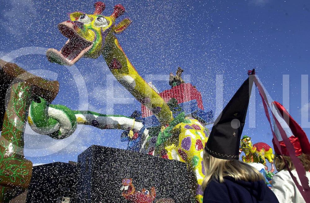 fotografie frank uijlenbroek©2001 michiel van de velde.010224 tubbergen ned.fu010224_10carnaval_tbergen.carnavals optocht door het centrum van tubbergen