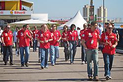 Um grupo de fãs da Ferrari chega para o circuito do Grande Prémio do Brasil de Fórmula 1, em Interlagos,  São Paulo. FOTO: Jefferson Bernardes/Preview.com
