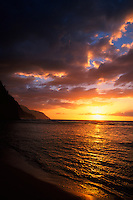 Sunset at Ke'e Beach (Na Pali Coast in background), north shore of Kaua'i, Hawaii
