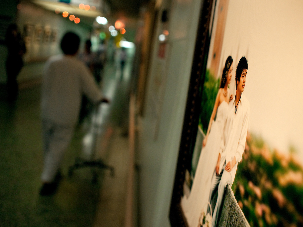 Daegu/South Korea, Republic Korea, KOR, 26.09.2009: Exhibition of wedding photographs at the Dongsan Medical Center of Keimyung University in Daegu.