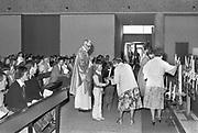 Nederland, Wijchen, 10-5 1979Kinderen doen de eerste heilige communie. In het christendom de feestelijke gelegenheid dat iemand voor het eerst nadert tot de Eucharistie. De eerste communie maakt deel uit van de initiatiesacramenten en dient voorafgegaan te worden van de eerste biecht. Deze kerk is inmiddels gesloopt, afgebroken, en heeft plaats gemaakt voor woningen. Foto: Flip Franssen/Hollandse Hoogte