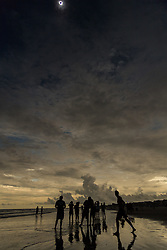 August 21, 2017 - Isle Of Palms, South Carolina, U.S. - The solar eclipse reaches totality as people stand along the shore as darkness descends along the beach. The solar eclipse after sweeping across the nation crosses the Charleston area before heading over the Atlantic Ocean. (Credit Image: © Richard Ellis via ZUMA Wire)