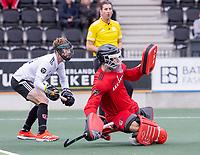 AMSTELVEEN - keeper Joren Romijn (Amsterdam) en Matthew Dawson (Amsterdam)  bij de strafcorner, tijdens de competitie hoofdklasse hockeywedstrijd heren, Amsterdam -Rotterdam (2-0) .  COPYRIGHT KOEN SUYK
