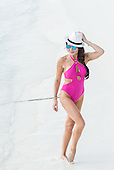 EXCLUIVE- Lizze Cundy Pink Bikini Maldives