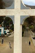 À saída de Nova Sintra um miradouro com uma cruz marca o final do centro da vila na estrada que segue para a Furna, o local onde está situado o único porto que serve a ilha quando o mar não está bravo.
