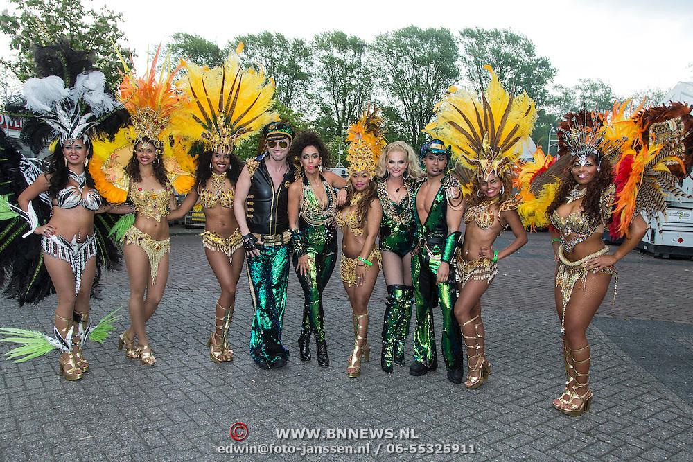 NLD/Breda/20140426 - Radio 538 Koningsdag, Venga Boys met Braziliaanse danseressen