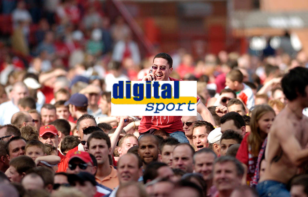 Photo: Leigh Quinnell.<br /> Bristol City v Rotherham United. Coca Cola League 1. 05/05/2007. A Bristol City fan rings home to say that they have been promoted to the championship.