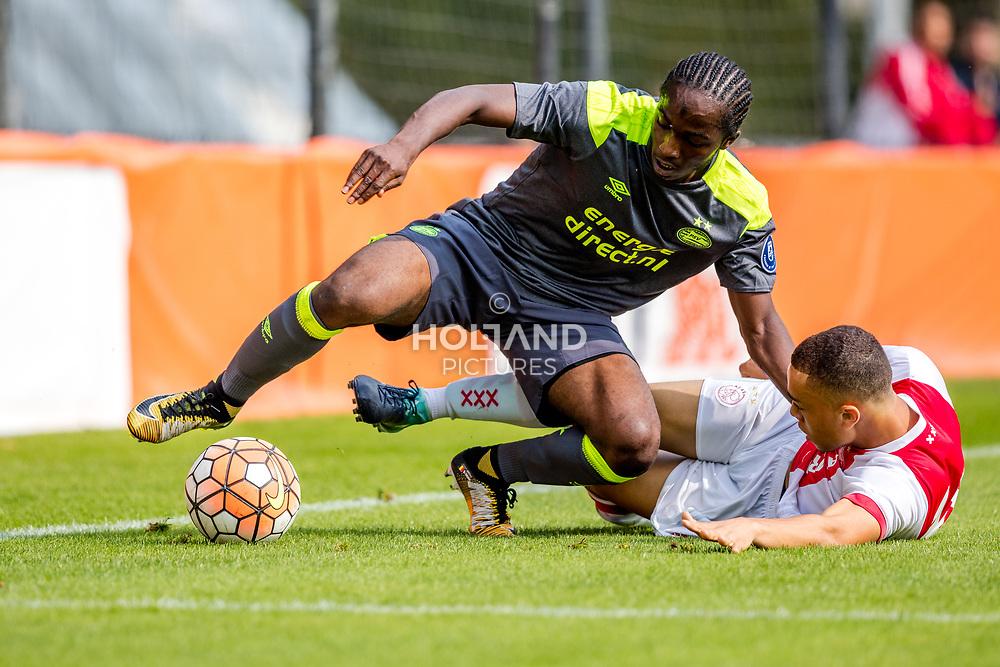 26-08-2017: Voetbal: Ajax O19 v PSV O19: Amsterdam<br /> L-R Sekou Sidibe (PSV), Sergino Dest (Ajax)<br /> Supercup O19 - U19<br /> Seizoen 2017-2018