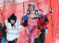 BILDET INNGÅR IKEK I FASTAVTALER. ALL NEDLASTING BLIR FAKTURERT.<br /> <br /> Alpint<br /> FIS World Cup<br /> 23.01.2016<br /> Foto: imago/Digitalsport<br /> NORWAY ONLY<br /> <br /> Aksel Lund Svindal (NOR) faller i dagens utforrenn i Kitzbuhel <br /> <br /> Ski Alpin Weltcup Saison 2015/2016 76. Hahnenkamm - Rennen Abfahrt Training 23.01.2016 Aksel Lund Svindal (NOR) erleichtert nach seinem Sturz unterhalb des Hausberg, dass er nicht schwer verletzt ist. Dr. Robert Kadletz (li) hilft ihm.