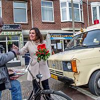 Nederland, Haarlem, 11 maart 2017.<br /> Marith Volp, 14e plaats op kandidatenlijst PvdA flyert met mede PvdA-ers in de slachthuisbuurt in Haarlem.<br /> <br /> <br /> <br /> Foto: Jean-Pierre Jans
