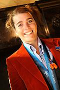 Bijeenkomst van de medaillewinnaars in de Lairessezaal (Ridderzaal).<br /> <br /> Op de foto:  Medaillewinnaar Nicolien Sauerbreij  krijgt woensdag in de Ridderzaal door demissionair minister Ab Klink (Volksgezondheid, Welzijn en Sport) een lintje opgespeld, waarmee zij wordt benoemd tot ridder in de Orde van de Nederlandse Leeuw. Orde van de Nederlandse Leeuw
