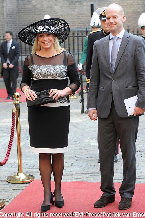 Prinsjesdag 2014 - Aankomst Politici op het Binnenhof.<br /> <br /> Op de foto:  Minister Jeanine Hennis-Plasschaert (Defensie)