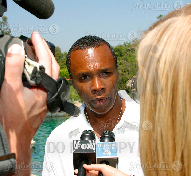 Jul 09, 2002; Los Angeles, CA, USA; Boxer SUGAR RAY LEONARD talks with the media about the sport of boxing while celebrating his one year anniversary as a boxing promoter with a live fight night on ESPN2 from the Playboy Mansion in Holmby Hills.  Over 350 invited guests attended the cocktail reception and showdown in the back yard of Playboy HUGH HEFNER's 5.5 acre estate. <br />Mandatory Credit: Photo by Shelly Castellano/ZUMA Press.<br />(©) Copyright 2002 by Shelly Castellano