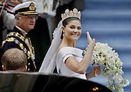 Sweden's Crown Princess Victoria  and King Carl XVI Gustaf arrive for the wedding ceremony on June 19, 2010. AFP PHOTO / DANIEL SANNUM LAUTEN