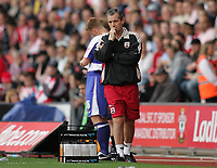 Photo: Lee Earle.<br /> Southampton v Queens Park Rangers. Coca Cola Championship. 30/09/2006. Saint's manager George Burley looks worried as they trail to QPR.