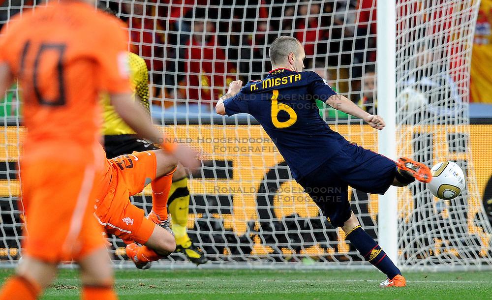 11-07-2010 VOETBAL: FIFA WK FINALE NEDERLAND - SPANJE: JOHANNESBURG<br /> Andres Iniesta erzielt das entschiedende, Goldtor das Spanien zum Fussballweltmeister 2010 in Sudafrika macht<br /> EXPA Pictures © 2010 EXPA/ InsideFoto/ Perottino - ©2010-WWW.FOTOHOOGENDOORN.NL<br /> *** ATTENTION *** FOR NETHERLANDS USE ONLY!