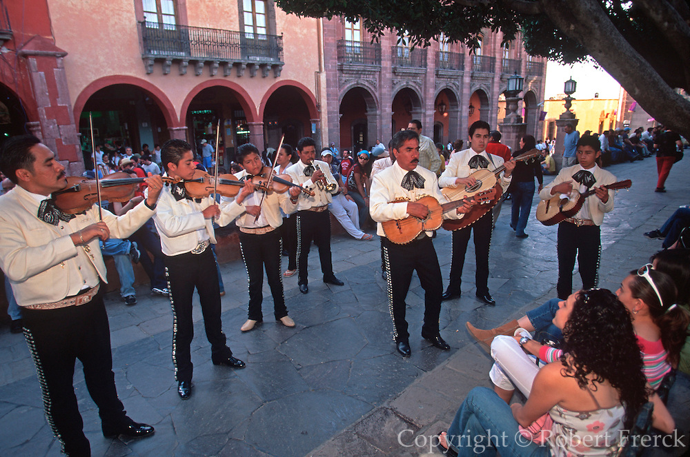 MEXICO, SAN MIGUEL ALLENDE strolling mariachi musicians in El Jardin