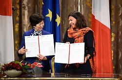November 2, 2018 - Paris, France - Anne Hidalgo ( Maire de Paris ) et Yuriko Koike ( Gouverneure de Tokyo ) inaugurent le furoshiki geant de l Hotel de Ville (Credit Image: © Panoramic via ZUMA Press)