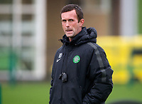 22/10/14 <br /> CELTIC TRAINING<br /> Celtic manager Ronny Deila watches on at training