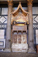 The  monumental Tomb of Antipope John XXIII by Donatello and Michelozzo Michelozzi (1420s). The Bapistry of the Duomo, Florence Italy.<br /> <br /> If you prefer you can also buy from our ALAMY PHOTO LIBRARY  Collection visit : https://www.alamy.com/portfolio/paul-williams-funkystock/romanesque-art-antiquities.html . Type -   Florence Baptistry  - into the LOWER SEARCH WITHIN GALLERY box. Refine search by adding background colour, place, museum etc<br /> <br />  Visit our MEDIEVAL ROMANESQUE PHOTO COLLECTIONS for more   photos  to download or buy as prints https://funkystock.photoshelter.com/gallery-collection/Medieval-Romanesque-Art-Antiquities-Historic-Sites-Pictures-Images-of/C0000uYGQT94tY_Y .<br /> <br /> Visit our ITALY PHOTO COLLECTION for more   photos of Italy to download or buy as prints https://funkystock.photoshelter.com/gallery-collection/2b-Pictures-Images-of-Italy-Photos-of-Italian-Historic-Landmark-Sites/C0000qxA2zGFjd_k<br /> .<br /> <br /> Visit our MEDIEVAL PHOTO COLLECTIONS for more   photos  to download or buy as prints https://funkystock.photoshelter.com/gallery-collection/Medieval-Middle-Ages-Historic-Places-Arcaeological-Sites-Pictures-Images-of/C0000B5ZA54_WD0s
