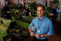 O diretor  da Sindus - empresa gaúcha que terceiriza áreas de manutenção - Luis Fernando Binotto e os funcionários Daniel Schuck, Sílvio Ataide e Carlos Baur, na plnta da Aracruz, em Guaíba. FOTO: Jefferson Bernardes/Preview.com