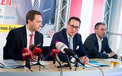 06.07.2017, Freiheitlicher Parlamentsklub, Wien, AUT, FPÖ, Pressekonferenz zum Doppelmord in Linz - Täter hatte Verbindungen zum Islamischen Staat. im Bild v.l.n.r. Landeshauptmann Stv. Oberösterreich Manfred Haimbuchner, Klubobmann FPÖ Heinz-Christian Strache und FPÖ Generalsekretär und Nationalratsabgeordneter Herbert Kickl // during press conference of the austrian freedom party in Vienna, Austria on 2017/07/06. EXPA Pictures © 2017, PhotoCredit: EXPA/ Michael Gruber
