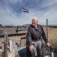 Nederland, Pampus, 23 mei 2017.<br /> In 1933 nam Harm Alberts als driejarig kind met zijn ouders afscheid van het forteiland Pampus. Eergisteren was hij weer even terug.<br /> Op de foto: Harm met rollator beklimt het fort om vanuit het hoogste punt over het eiland uit te kunnen kijken.<br /> <br /> Foto: Jean-Pierre Jans