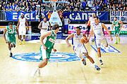 DESCRIZIONE : Cantù Lega A 2013-14 Pallacanestro Cantù Sidigas Avellino<br /> GIOCATORE : Jenkins Michael<br /> CATEGORIA : Contropiede<br /> SQUADRA : Pallacanestro Cantù<br /> EVENTO : Campionato Lega A 2013-2014<br /> GARA : Pallacanestro Cantù Sidigas Avellino<br /> DATA : 10/11/2013<br /> SPORT : Pallacanestro <br /> AUTORE : Agenzia Ciamillo-Castoria/I.Mancini<br /> Galleria : Lega Basket A 2013-2014  <br /> Fotonotizia :  Cantù Lega A 2013-14 Pallacanestro Cantù Sidigas Avellino<br /> Predefinita :