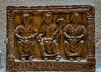 Matres.<br /> Lemusee gallo-romain de Lyona ete construit pres des theatres romains, sur la colline deFourviere, situee autrefois au cœur de la cite romaine de Lugdunum. <br /> Capitale de la province Lyonnaise, c etait une cite gallo-romaine importante et prospere qui a laisse de nombreux vestiges.<br /> Le musee actuel, construit par l architecteBernard Zehrfussa ete inaugure en 1975. Le batiment est inscrit en bordure du site antique, enterre sous la colline de fourviere.Les deux monuments majeurs de la cite : le theatre et l odeon, sont desormais integres au secteur classePatrimoine Mondialpar l UNESCO.A l interieur, on y accede par une rampe en beton brut descendant en spirale et se ramifiant vers des paliers destines a l exposition des collections du musée.<br /> Ce musee reçoit a peu pres 100 000 visiteurs par an.