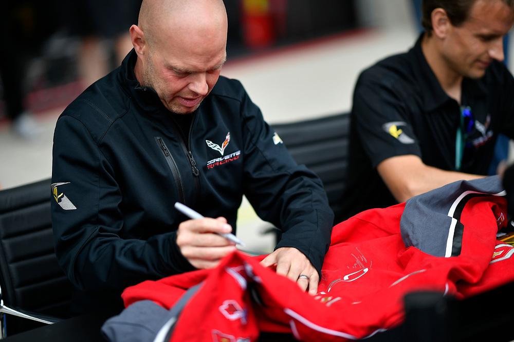 #63 Corvette Racing Chevrolet Corvette C7.R: Jan Magnussen, Antonio Garcia, autograph session<br /> Tuesday 12 June 2018<br /> 24 Hours of Le Mans<br /> Verizon IndyCar Series<br /> Circuit de la Sarthe  FR<br /> World Copyright: Scott R LePage<br /> LAT Images