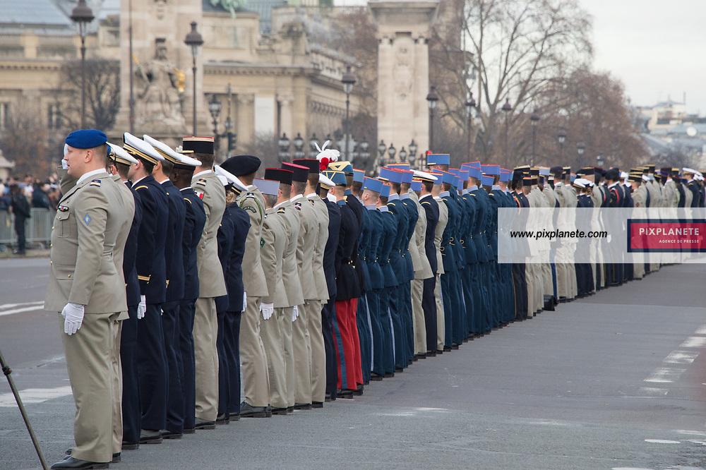 Hommage aux 13 soldats Français sur le pont Alexandre 3 Lundi 2 Décembre 2019 Paris