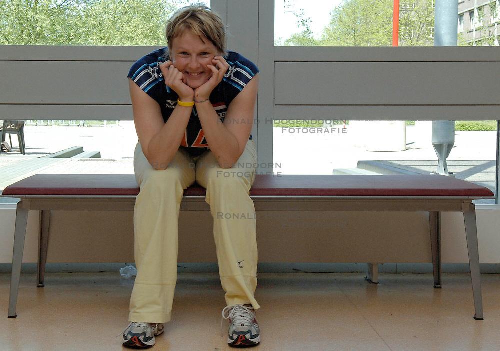 12-05-2005 VOLLEYBAL: TEAMPRESENTATIE: AMSTELVEEN<br /> Riette Fledderus<br /> ©2005-WWW.FOTOHOOGENDOORN