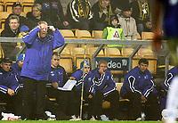 Fotball 29. oktober 2005, tippeliga, LSK vs Molde, Moldetrener Bo Johansson ber spillerene bruke holdet<br /> Foto Kurt Pedersen
